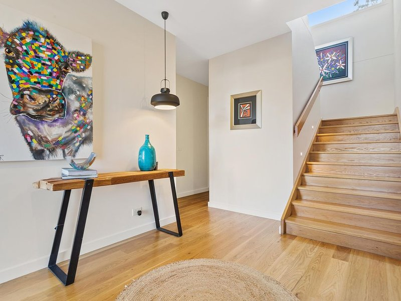 Azure Oasis - Executive home - open living, multizone, aluguéis de temporada em Mornington
