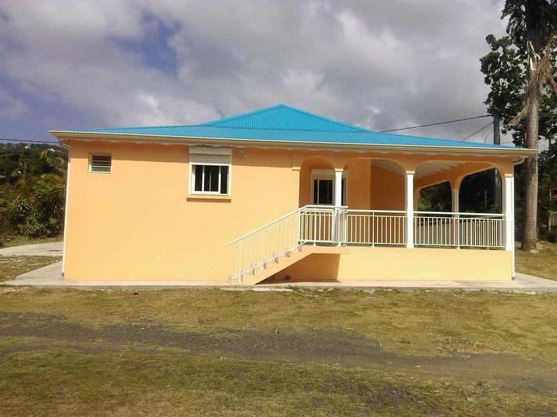 VILLA PALMIER ROYAL à 3 min à pied de la plage de Grande Anse, holiday rental in Cafeiere