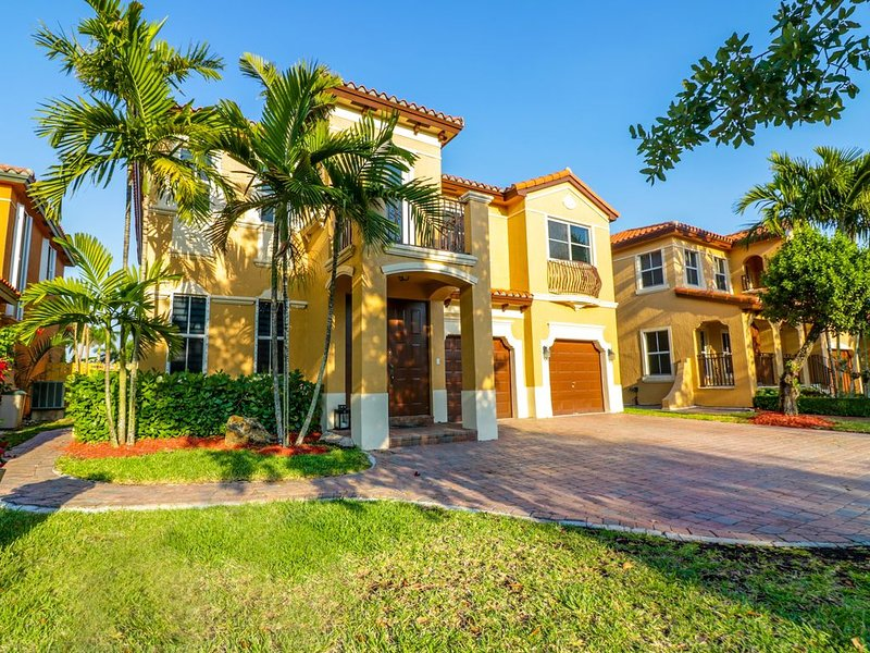 Serene Spacious 5 Bedroom Miami Home, holiday rental in Olympia Heights