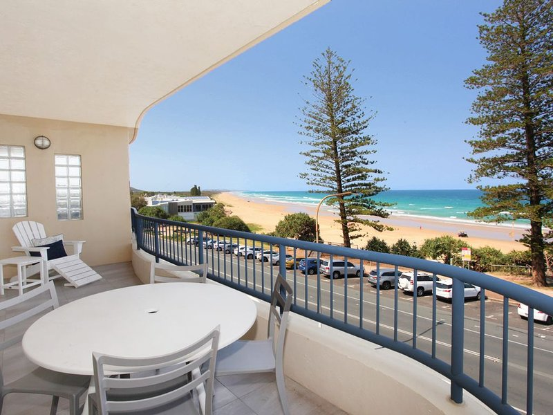 ABSOLUTE BEACHFRONT PENTHOUSE APARTMENT, vacation rental in Coolum Beach
