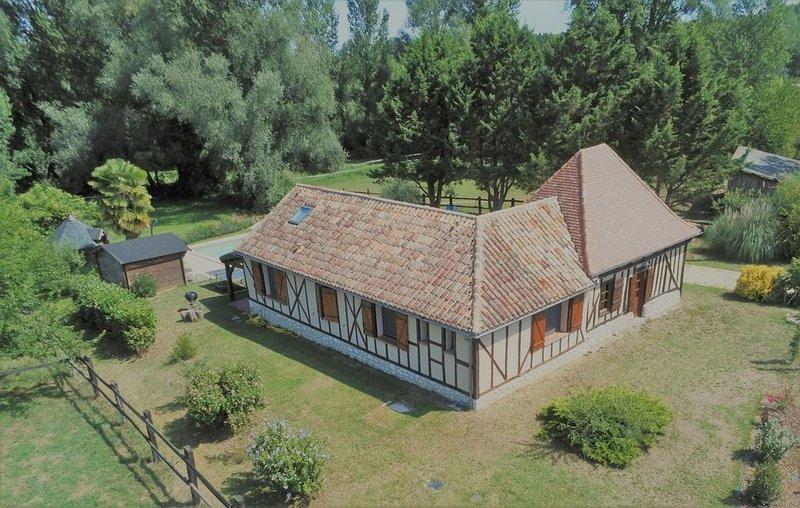 Entre Villeréal et Castillonnes, aux portes du Périgord, le gîte de Lasplaces, vacation rental in Cahuzac