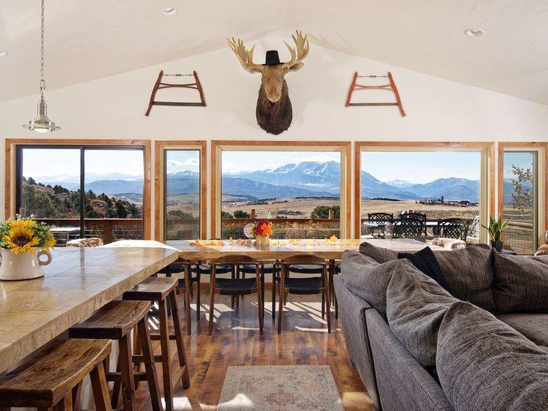6 Bedroom House, Incredible Mt. Sopris Views - Aspen Valley w/ Hot Tub, location de vacances à Carbondale