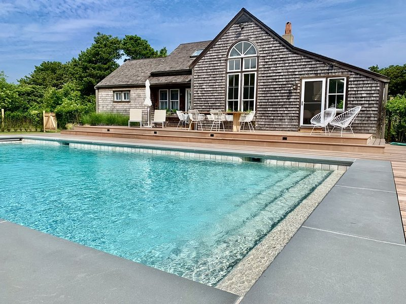 MAKE THIS INCREDIBLE PROPERTY YOUR DREAM NANTUCKET VACATION THIS SUMMER!, vacation rental in Siasconset