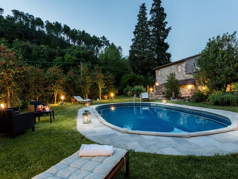 A secret sweet idyllic retreat for 2 couples with private pool & air conditionin, alquiler de vacaciones en Capannori