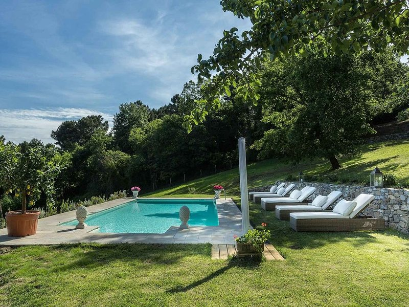 Panoramic Secluded Farmhouse with Private Pool, Air Con, Wifi among Nature!, vacation rental in Mastiano