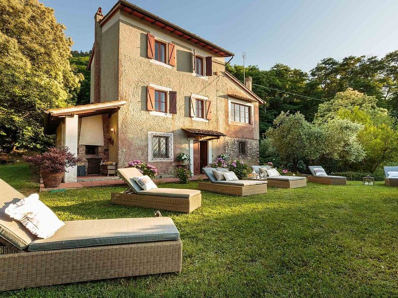 BOCCIOLO FARMHOUSE with POOL, 5 mins to Lucca Town, holiday rental in Maggiano