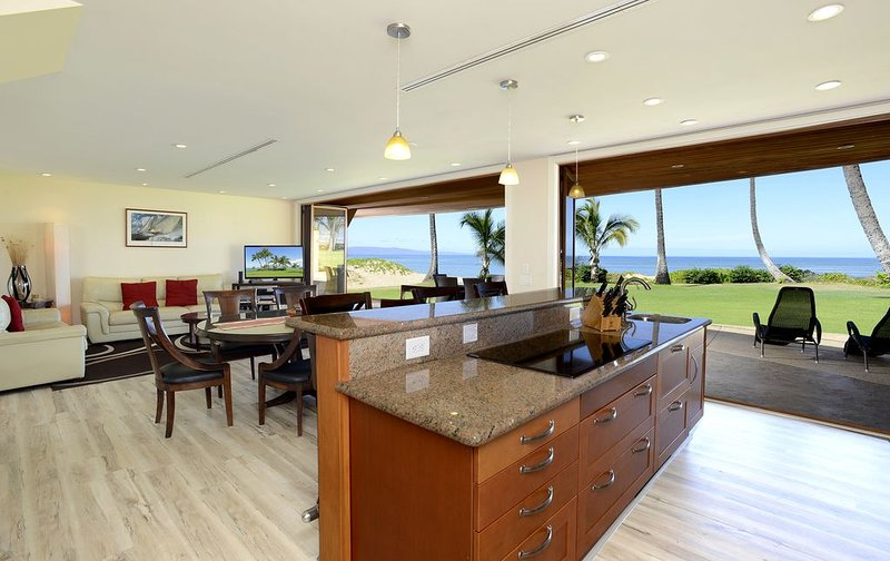 Breathtaking Views, Oceanfront/beachfront Location, Steps to Beach, Close to Gol, holiday rental in Kihei