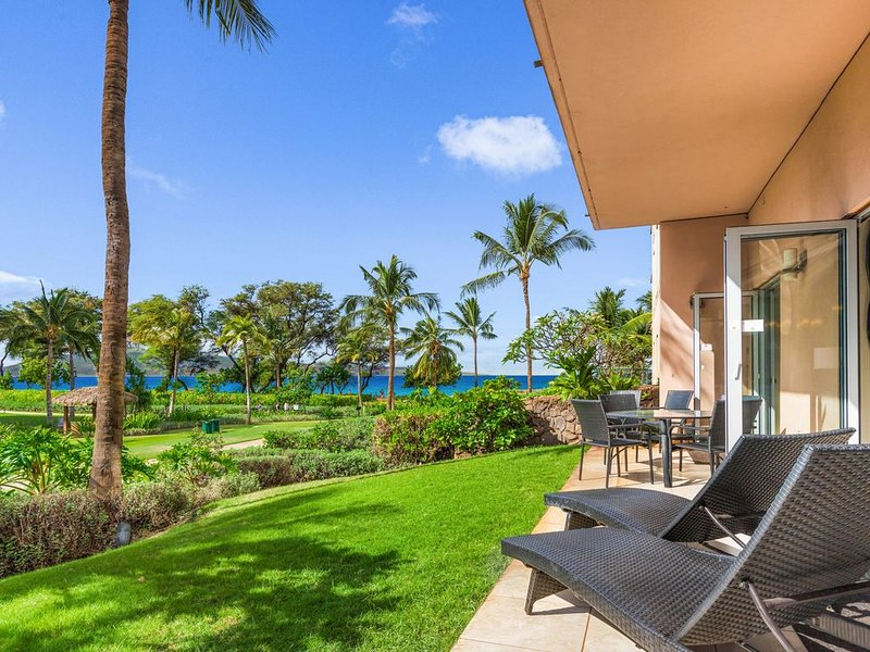 ~ Hk's Finest ~Ground Floor Ocean View 3b/3b ~ 99 Steps to the Beach! ~ 104 Hoku, vacation rental in Lahaina
