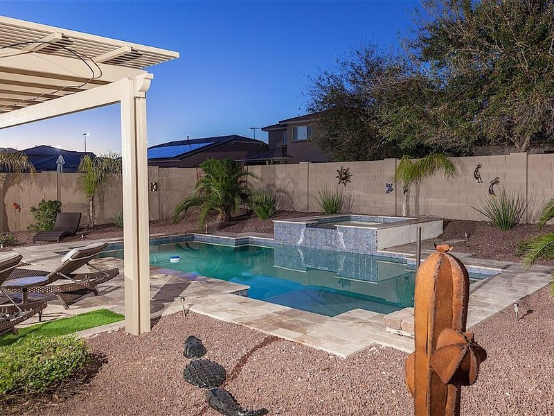 *SANITIZED* Enchanted Luxury 3 BR Home/ PVT Pool/ Spa/ Entertainers Dream/ Surpr, holiday rental in Wittmann
