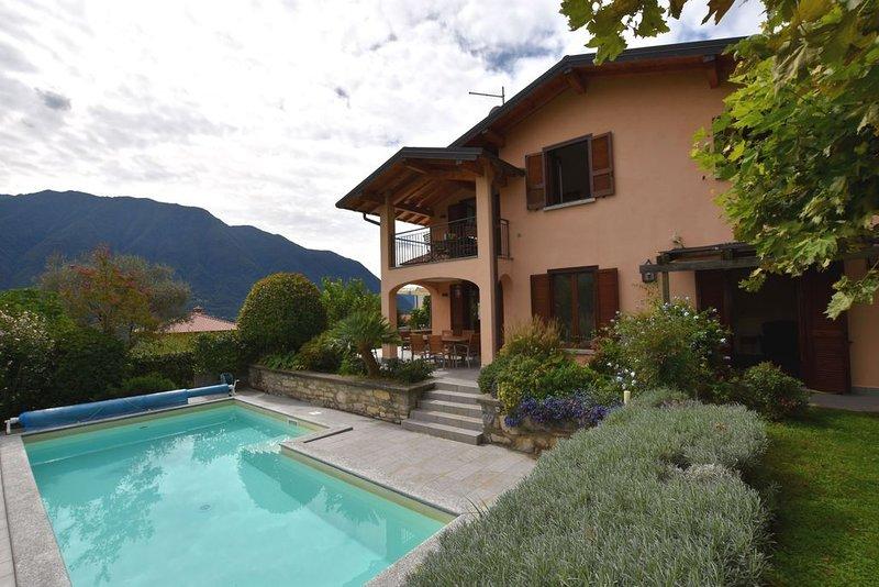 Villa Albizia, perfecte villa aan het mooiste deel van het Comomeer, Ferienwohnung in Ossuccio