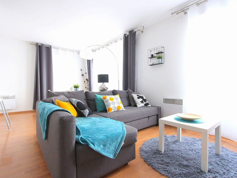 Appartement 4pax face Outlet / Val d'Europe / Disneyland (TAGE1), vacation rental in Serris