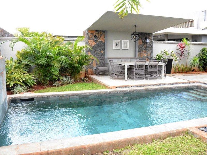 Villa contemporaine au calme dans parc arboré, location de vacances à Moka District