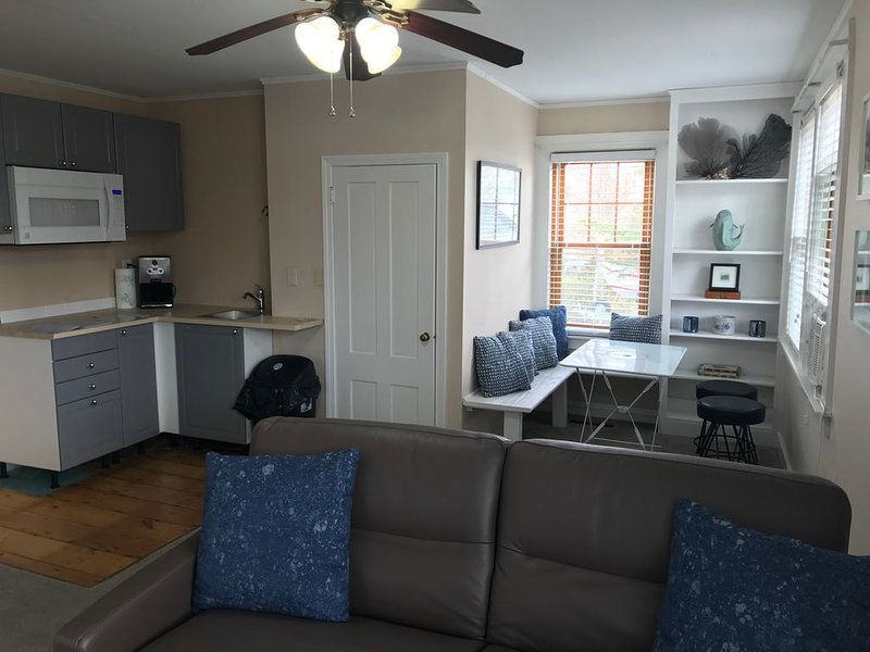 TABOR SUITE,  IN THE MARION VILLAGE, casa vacanza a New Bedford