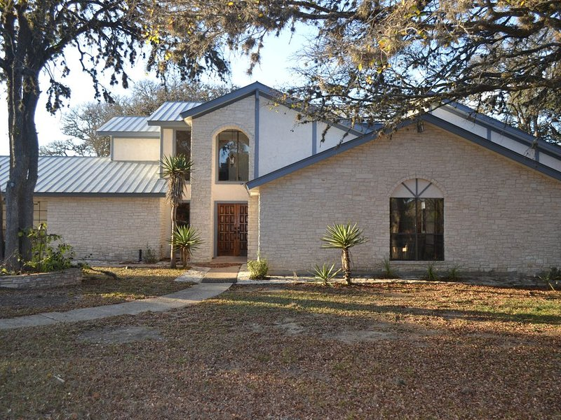 Social Distancing made easier at this Hill Country Hide-Away with heated pool!!, vacation rental in Boerne