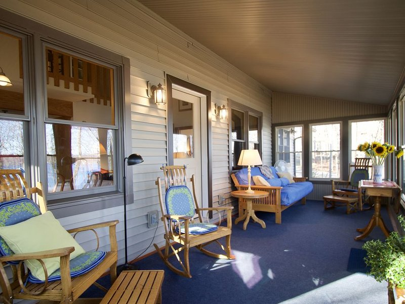Come into nature at Skaneateles Lake cottage., holiday rental in Ridgemont