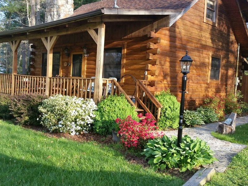 The Whitetail a cozy cabin at Pipestem Place, holiday rental in Greenville