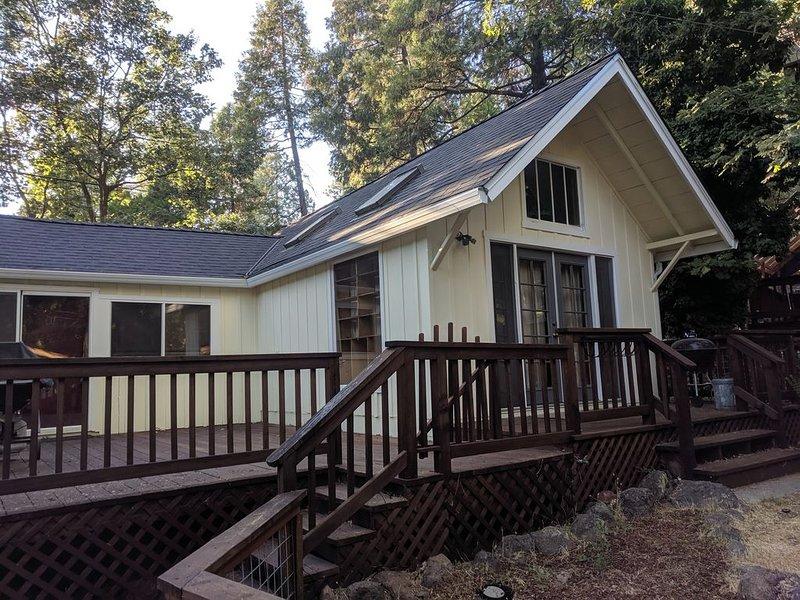 Dandelion's Lair, a 3 bedroom, 2.5 bathroom cabin in Twain Harte!, holiday rental in Mi Wuk Village