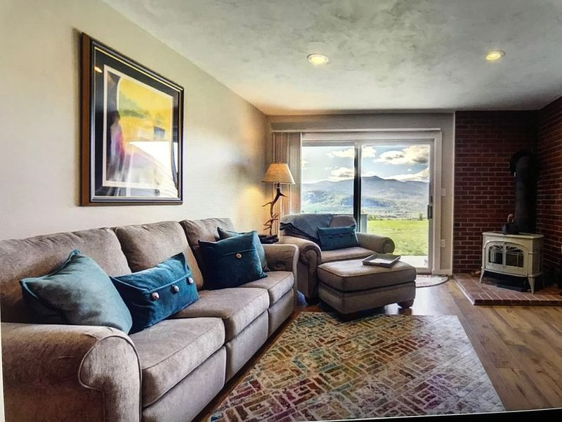 Updated 3 Bedroom, 2 Bath Condo with Beautiful Mountain Views, casa vacanza a Bartlett
