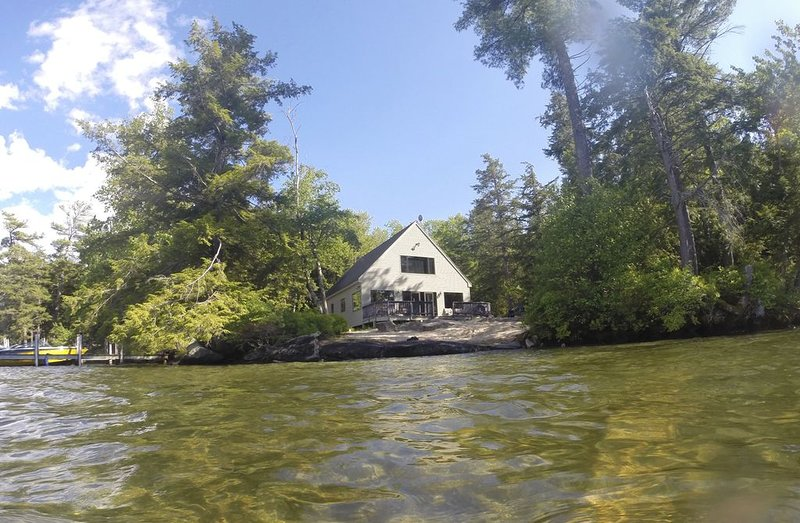 Mark Island Oasis on Lake Winnipesaukee - BOAT REQUIRED, vacation rental in Gilford