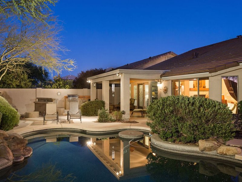 *SANITIZED* FLASH SALE Cave Creek Retreat Spacious 3 BR Home/ PVT Pool, vacation rental in Cave Creek