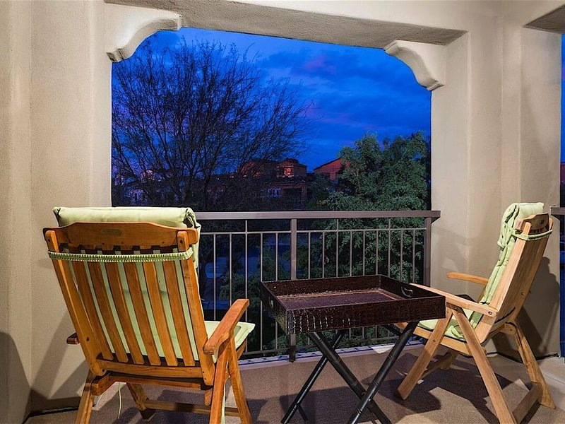 The Hot Spot at Desert Ridge minutes from Desert Ridge Shopping Mall, vacation rental in Cave Creek