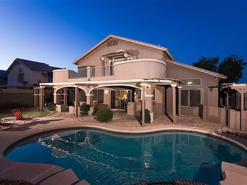 Welcome to our beautiful Arizona home 1.5 miles East of the Cardinals Stadium, vacation rental in Glendale