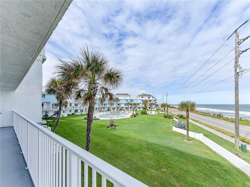 Ocean Breeze 201, 2 Bedrooms, Pool, Tennis, Beach, alquiler de vacaciones en Flagler Beach