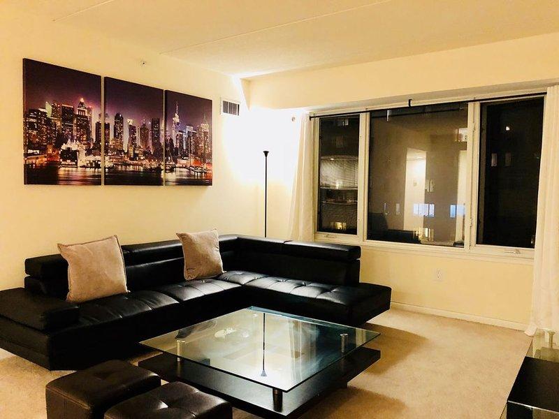 Comfy 1BR Apt. w/ City Views & Convenient Access to NYC (15-20 Minutes!!), location de vacances à Edgewater