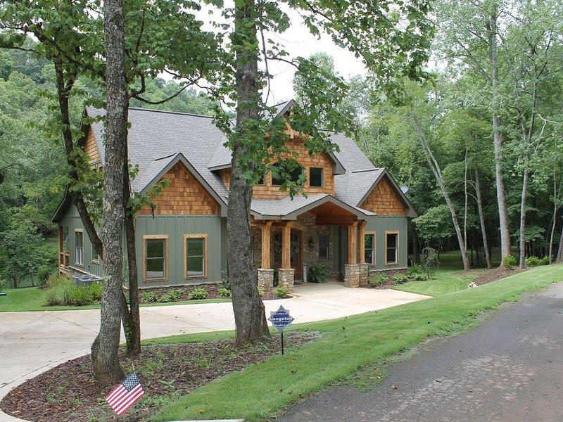 Toccoa River Dreams - Direct Riverfront Home - Very Private, casa vacanza a Mineral Bluff