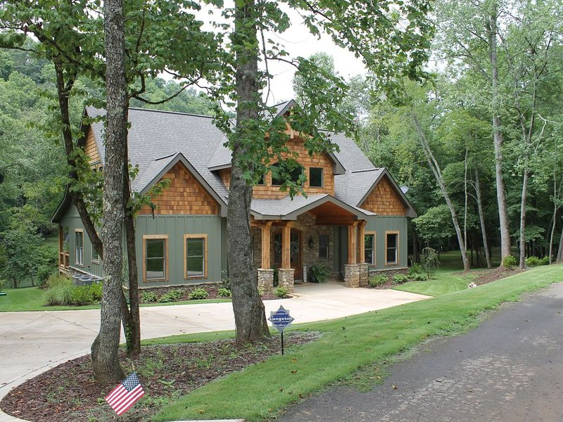 Toccoa River Dreams - Direct Riverfront Home - Very Private, alquiler de vacaciones en Mineral Bluff