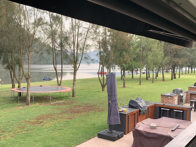 Ideal Getaway Place to Relax right on the  Hawkesbury  River, vacation rental in Hawkesbury Valley