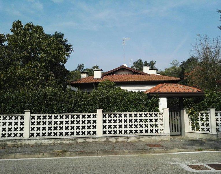 Appartamento in villa immerso nel verde a 5 km dall'aeroporto, casa vacanza a Casorate Sempione