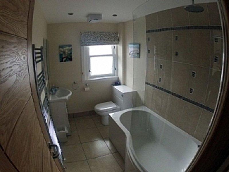 Dunmore Villa, 6BR Sleeps 14 nr Tarbert, Strathclyde Scotland, Great For Parties, vacation rental in Clachan