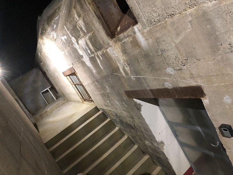Bunker allemand de la 2éme  guerre, 400m2  pour 6/8 Personnes., vacation rental in Plouguin