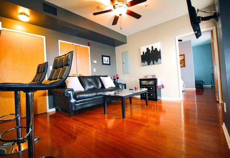 Exquisite Top Floor Condo, Heart of Downtown Indy, vacation rental in Speedway
