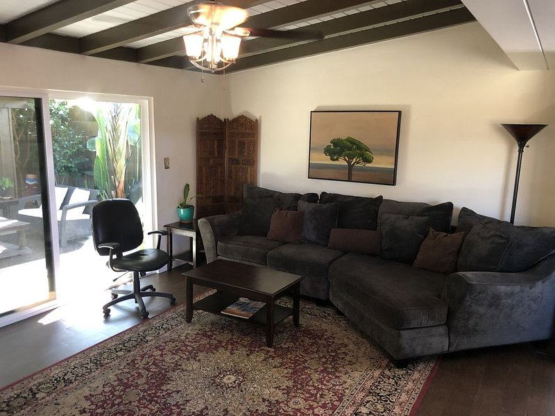 1Bd/1Ba with parking, patio and hot tub. Close to shops and pier. WiFi, DirectTV, vacation rental in San Onofre