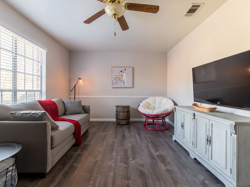 Perfect for Groups Game Room-WALK TO AT&T STADIUM!, location de vacances à Arlington