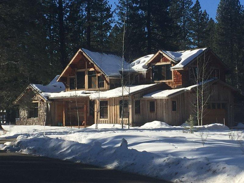 Beautiful 4 Bedroom Executive Cabin in Tahoe!, holiday rental in Floriston