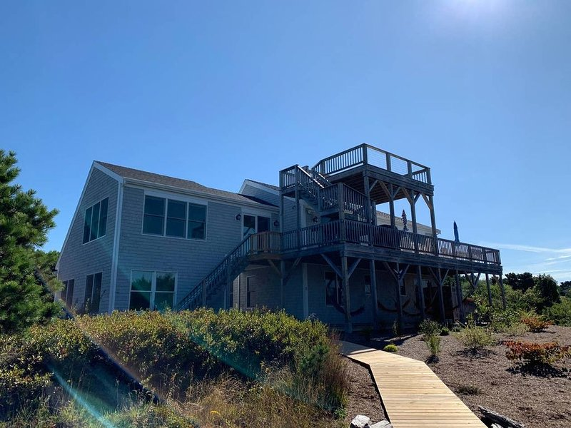Stunning home with expansive views of Cape Cod Bay, vacation rental in North Truro