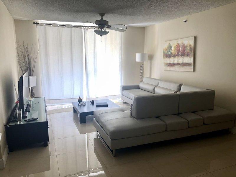 Best location in Aventura, Yacht Club Condo 2/2, alquiler vacacional en Aventura