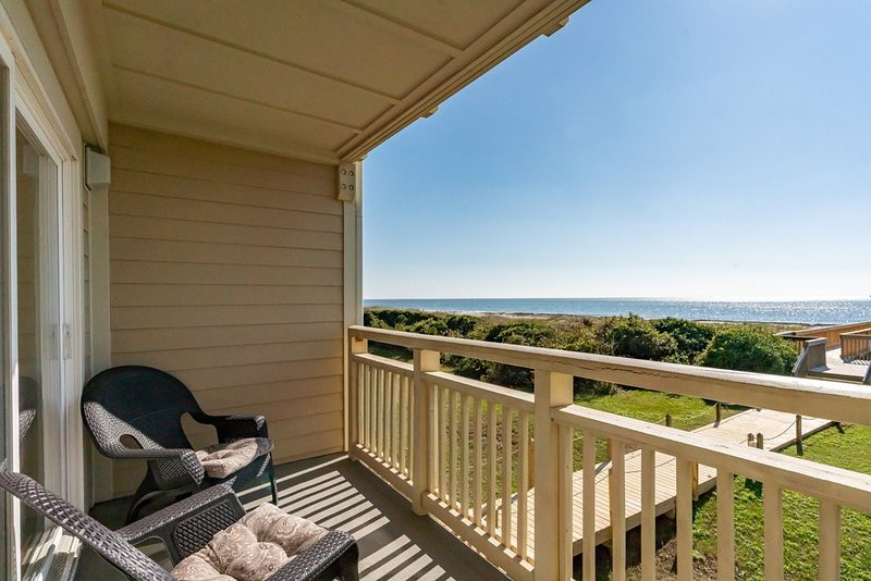 Cloud Nine: 3 BR / 2 BA condo in Caswell Beach, Sleeps 6, location de vacances à Caswell Beach