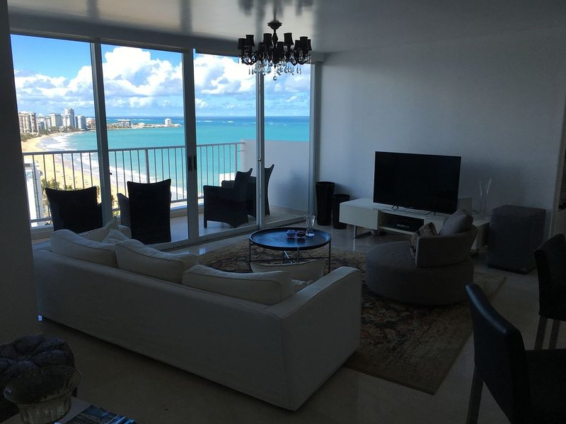 Luxurious and Stunning Condo on the gentle waves of Isla Verde Beach!, vacation rental in Isla Verde