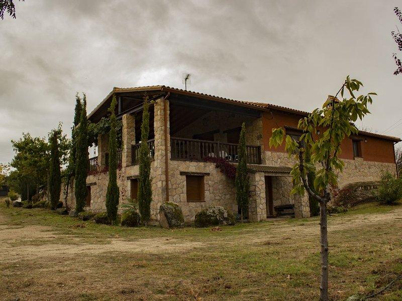 Casa rural ideal para familias y animales., alquiler vacacional en Santa María del Tiétar