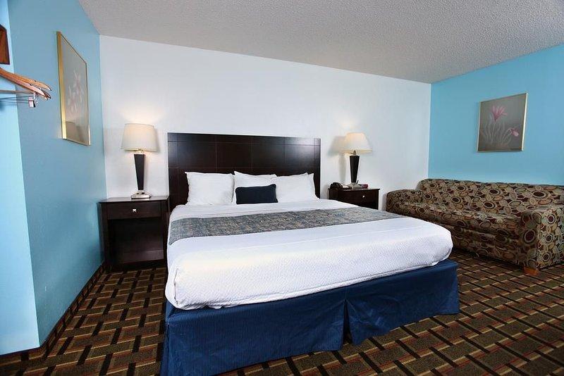 Sky-Palace Inn & Suites Newton  / 1 King Bed Non-Smoking, location de vacances à Sedgwick