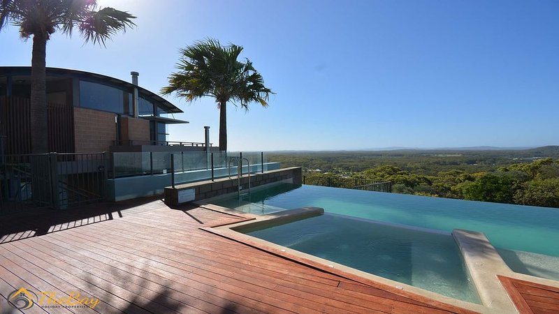 Executive complex with breathtaking district views, vacation rental in Salt Ash