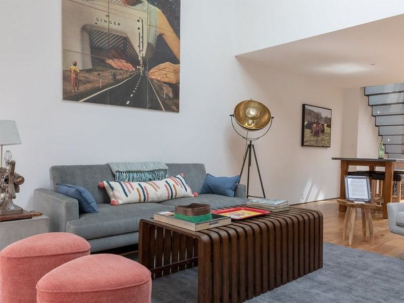 The Wood Company Loft | Fully renovated modern apartment overlooking the Downtow, alquiler de vacaciones en Keswick