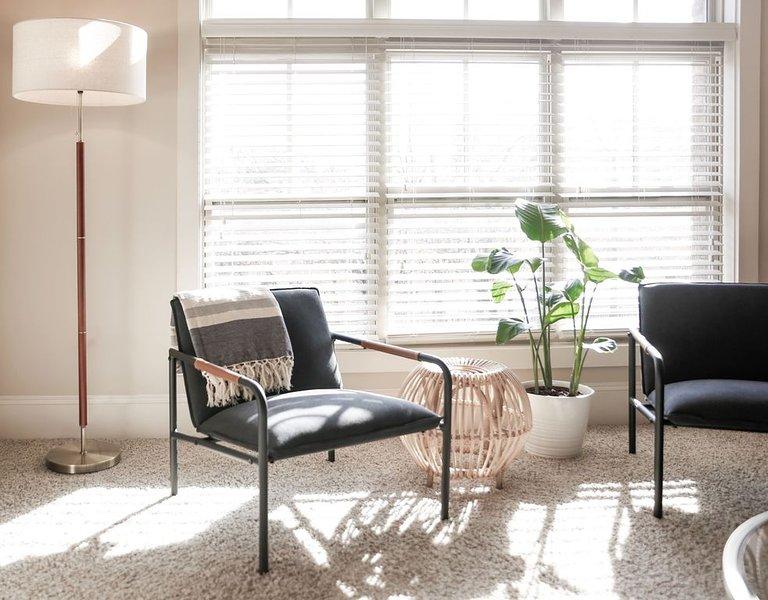 Convenient Central Midtown Hotel Style Condo w/ Cozy Beds & Amenities, holiday rental in Atlanta
