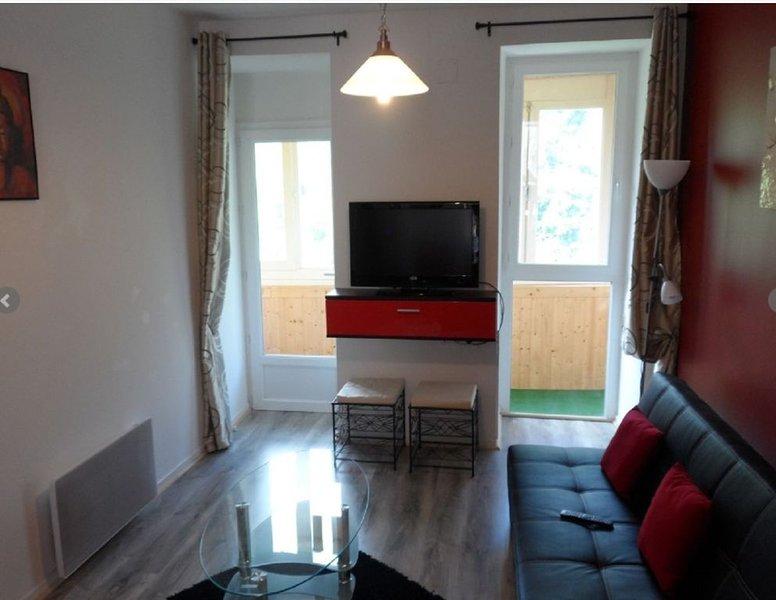 Bel appartement 3 étoiles wi-fi gratuit     Parking gratuit à proximité  64 m2, aluguéis de temporada em Beost