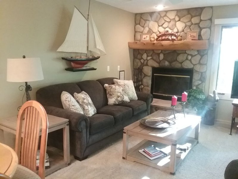 Trout Creek Condo #145...Renovated...Great Location and rate...Clean, location de vacances à Harbor Springs