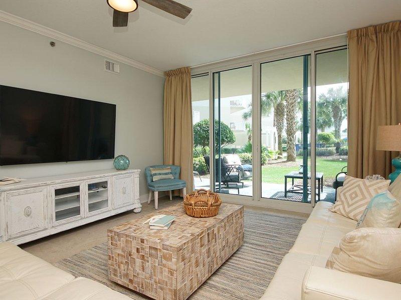 Waterscape C200 ~ Ground Floor 3BR + Bunks ~ Sleeps 12 ~ Designer Reno!  70in TV, holiday rental in Fort Walton Beach